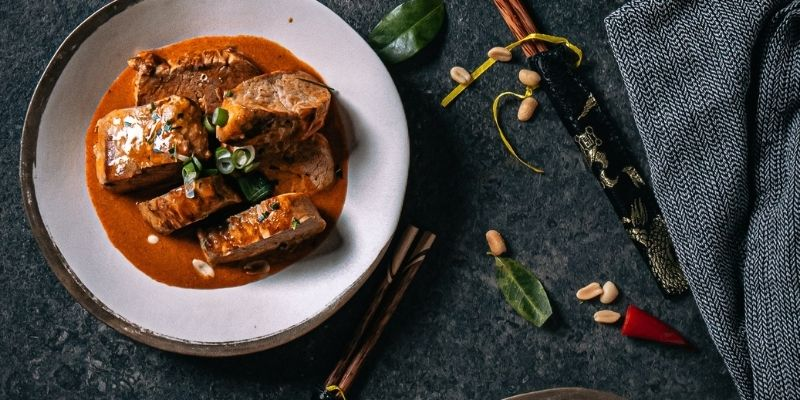 Varkenshaasje in rode curry Food Fotografie Op Mijn Talloor