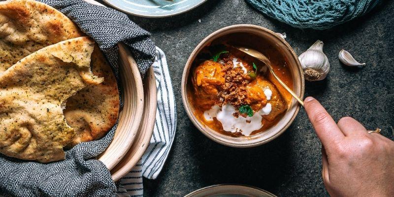 Kippenballetjes tikka masala food fotografie op mijn talloor