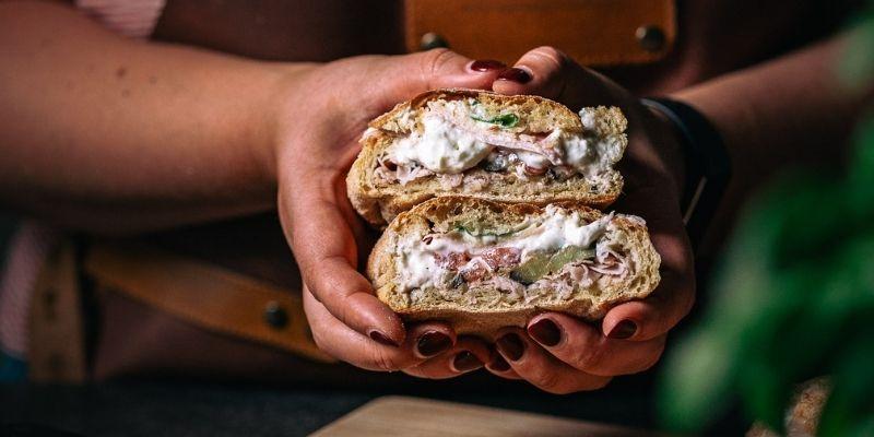 Broodje met ham, burrata, truffel en aubergine Italiaanse kookworkshops Op Mijn Talloor